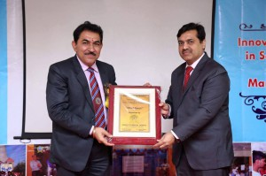 DR. (PROF.) NASEEB SINGH GILL BEING HONOURED BY THE DIRECTOR SIR
