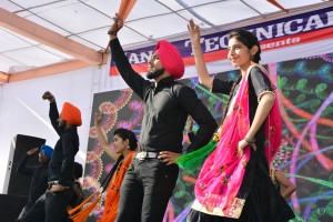 BHANGRA GROUP DANCE