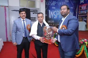 DR. R.S. CHILLAR HONOURED BY CHAIRMAN SIR