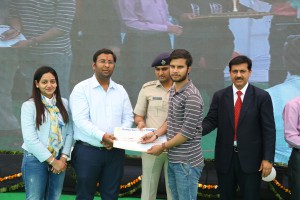 REWARDS GIVEN BY CHIEF GUEST